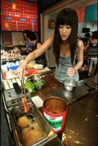 板橋偶遇強大事業線「早餐妹」網友戲稱: 這家店很專業!