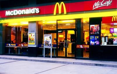 笑尿了!猜拳輸了,被迫穿麥當勞的制服去肯德基,展開了一段羞恥的經歷!