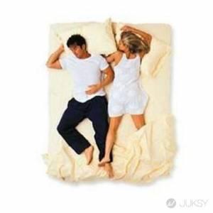 9 種情侶睡姿 讓你立馬知道感情好壞!