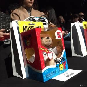 熊出沒請注意- Moschino的新系列引起火爆的「熊熊勢力」!