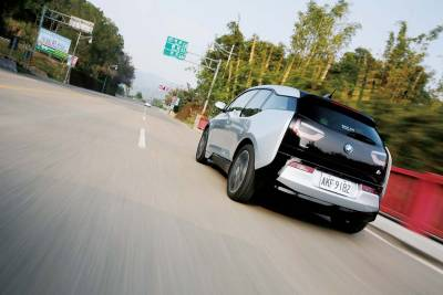 純電動不插電耐力測試檢驗 BMW i3 REX