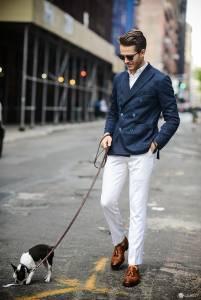 時尚達人就是處處龜毛,連溜狗也要求帥氣十足!