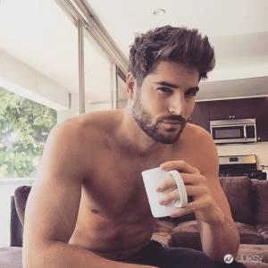 如果你對轟動Instagram的「地鐵型男」愛不釋手 想必會更愛這次的「咖啡猛男」系列