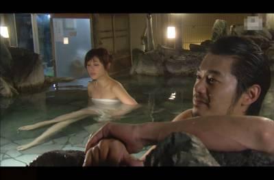 看看這些男女在溫泉裡幹什麼...怪不得總是婦科病,再也不泡溫泉了!可惡!!