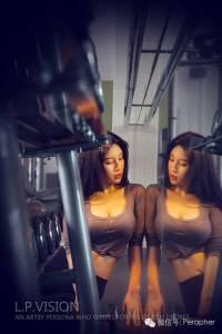 小范冰冰曬香汗淋灕火辣健身照!完勝韓國最美教練!