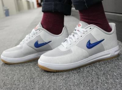 《GQ開箱文》CLOT X Nike Lunar Force 1推出10週年紀念鞋款 藍紅雙配色Jewel Swoosh超吸睛│GQ瀟灑男人網