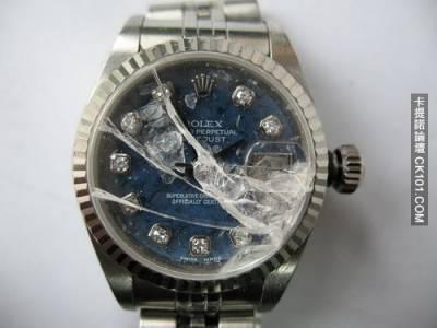 我的正妹同事不小心摔到手錶...你猜我看到了什麼!