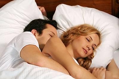 原來老公每晚總摸著我的胸睡覺是有原因的...,好處居然這麼多
