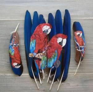 在羽毛上作畫,這羽毛畫圖片太美,太驚豔了