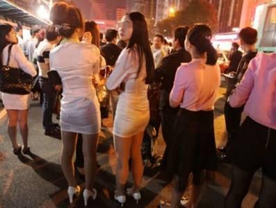 桑拿中心失火 數百名小姐沒穿衣服逃出到街上