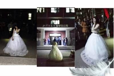 美女穿婚紗到男友宿舍求婚!監舍阿姨就是不開門,最後女生竟然…