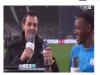 這個超酷的足球選手!受訪到一半被丟水瓶,他的反應絕對教你驚呆!!