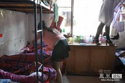 女友是念護校的,她說了室友的淫亂勾當,每晚還要幫她屁股上藥...