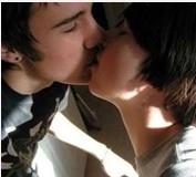 怎麼接吻?接吻的方法大全,情侣必學的接吻技巧及接吻經驗談~~律動之吻也太想試了!!
