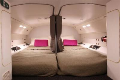 性感空姐在飛機上一班乘客看不到的地方也能舒服的做想做的事情...
