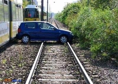搞什麼!這不是停車格啦!!!