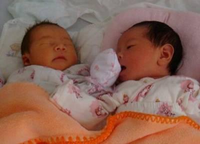 產後,老公讓妻子日夜照顧雙胞胎,丈母娘終於忍不住發飆了...