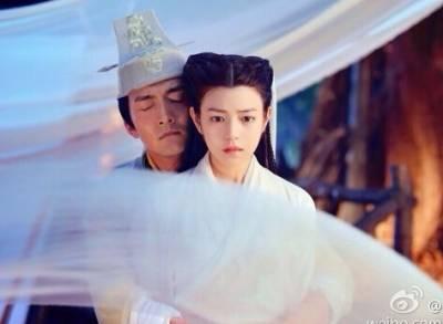 新婚之夜,對象是她的舅舅...無力反抗,只因父母這麼決定...!
