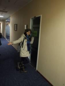 漂亮妹妹進了男生宿舍以後看到的景象…