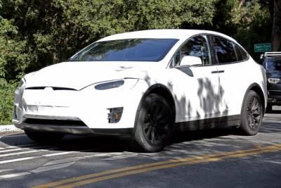 車尾好像LUXGEN U6 Tesla Model X