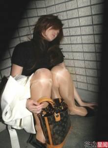 女孩阿...!千萬不要再醉倒睡著在「KTV」裡頭了!美女貪圖一時的快感,隔天酒醒發現衣衫不整...