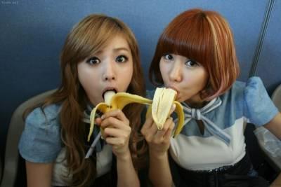 女友餵我吃香蕉...不舒服!這樣很不舒服!