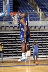 NBA十大「變態體術」球員!詹姆斯也只能排第九!第一名實在是…