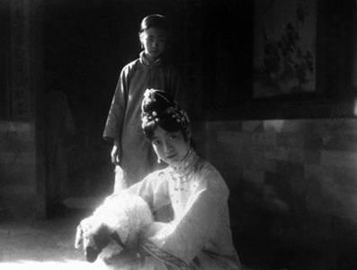 末代皇后「婉容」和侍衛有了私生子,溥儀狠心將其燒死是真的嗎?