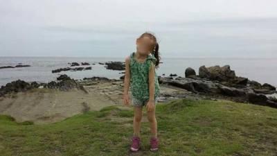 太可怕了!在懸崖為女兒拍下一張照片,爸爸洗出來後驚見....