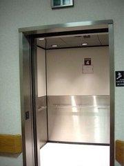 溫馨的醫院電梯|小百合