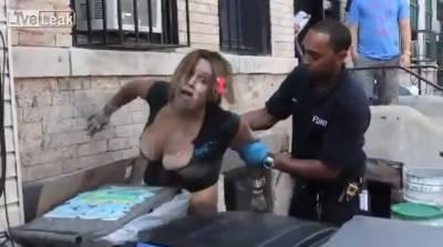 真人真事 美國街頭出現疑似喪屍!警察看到也嚇傻了...