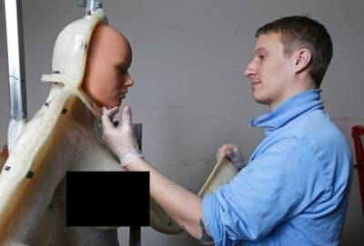 揭密火辣的「充氣娃娃」製作過程,沒想到都放了「這種東西」,嚇呆!