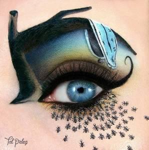 看到她在眼睛上畫出貓跟孔雀我已經很佩服了,但繼續看下去之後我完全五體投地!