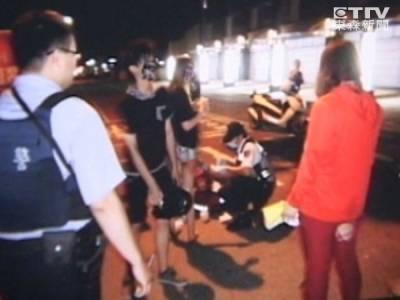 「好久沒車禍,幫我拍照」少女摔車竟忙打卡