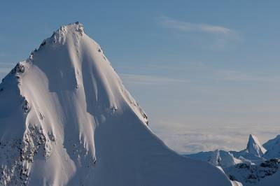 冒險家美國上演瘋狂高山滑雪