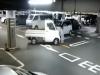 停車場攝影機拍攝到的「可怕畫面」!這一幕,貨車駕駛竟然沒有察覺....太恐怖了!