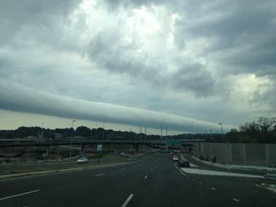 美天空現翻滾雲柱似橫向龍捲風