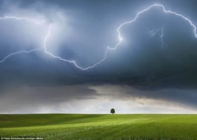 大自然的怒火:攝影師拍攝壯觀風暴景象