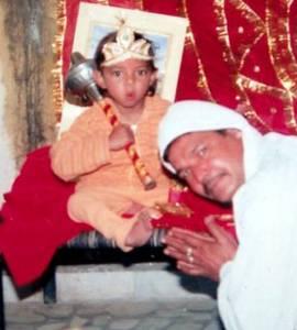 印度12歲男童長出尾巴被奉為神靈