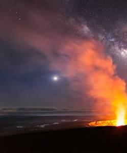 攝影師距火山口僅一米處拍完美噴發照