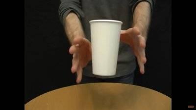 教你10個朋友聚會的神奇魔術,看到「紙杯漂浮術」的秘密讓我噴飯了