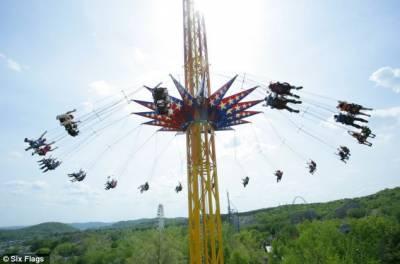 世界最高旋轉鞦韆開放:120米高空享受風馳電掣