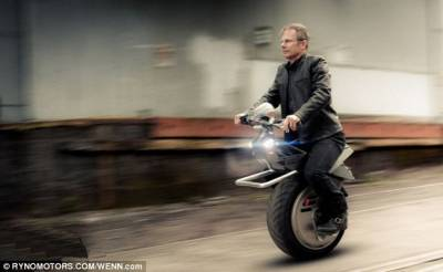 獨輪電動車永遠不會摔跤:時速可達40公里