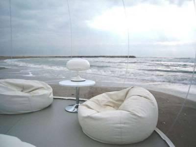 這才叫「露天」帳篷,一完成立刻驚動所有人!沒想到這「超巨型」的透明物的功能竟然是能在海邊....太強了啦!