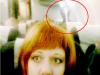 少女在飛機上自拍,背後竟然出現了驚人的影像,沒想到竟是...