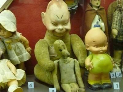 媽 叔叔送我這種玩具啦 小孩玩這個一定會有童年陰影......