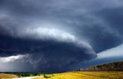 風暴獵人拍震撼超級細胞雷暴:極危與極美共生