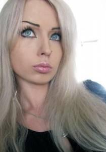 """烏克蘭女孩整容成""""真人芭比"""""""
