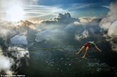 男子千米高空鋼絲上睡大覺泰然自若