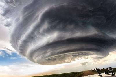 """美攝影師近拍""""超級雷暴""""形似太空飛船"""